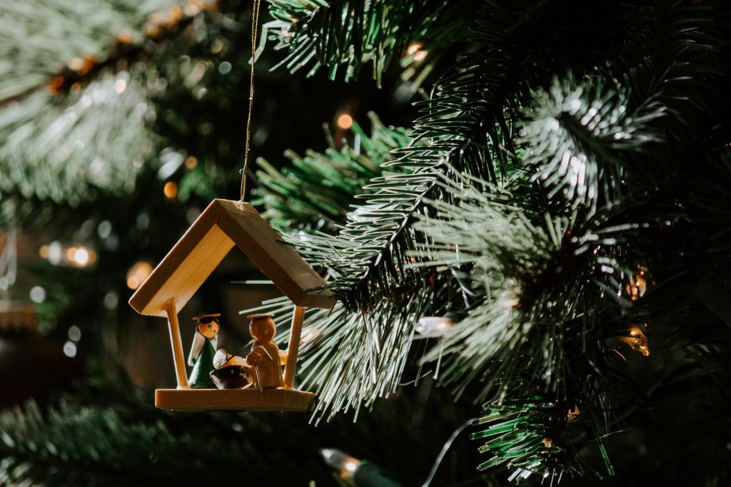 Pine tree with manger ornament